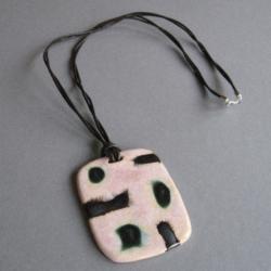 wisior,nowoczesny,handmade,ceramika,rzemień - Wisiory - Biżuteria
